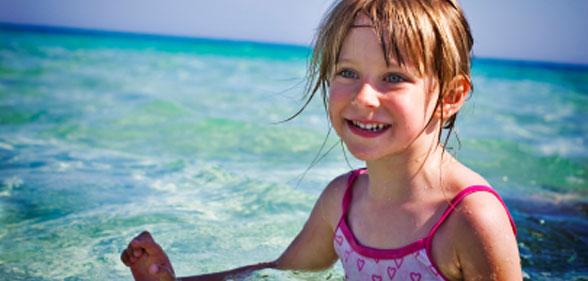 otrok v vodi